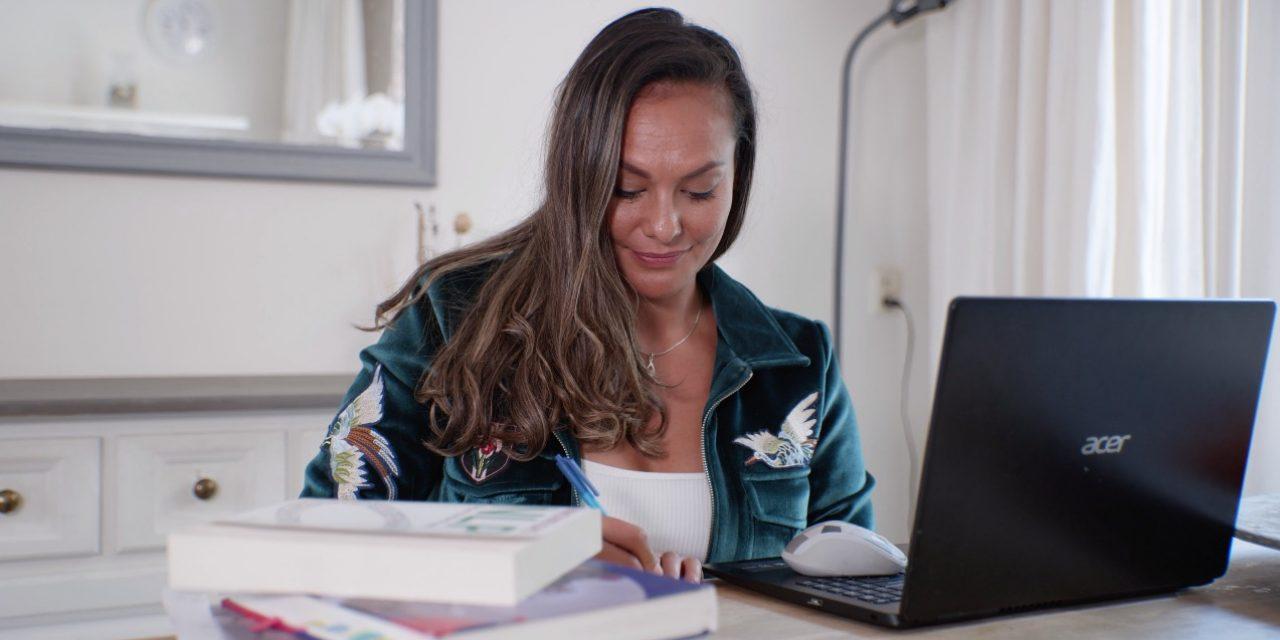 Hoe mental coach Rowena Baierl angst- en paniekaanvallen overwon dankzij NLP - Het NLP Instituut